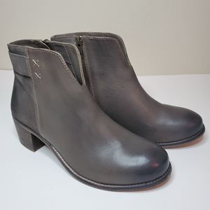 Diba True Gray Leather Ankle Boots 8M.